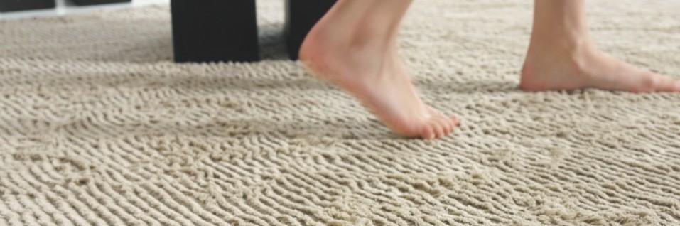 Teppiche aus Wolle und Leine sind sehr angenehm für die Füße. Betreten der Teppiche ist bei Rainer Scheid im Saarland ausdrücklich erwünscht!