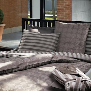 Bett mit passender Bettwäsche von Fischbacher. Individuelle Beratung bekommen Sie im Saarland bei rainer scheid. Kaufen Sie richtig um zufrieden zu sein.