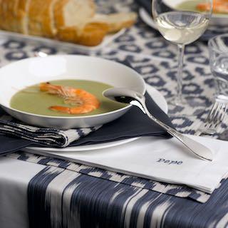 Kaufen Sie schöne Tischwäsche im Saarland mit Ihrem eigenen Text bestickt bei Gardinen rainer scheid.