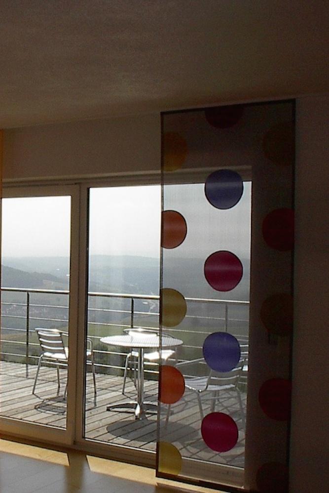 Dieser Flächenvorhang ist ein Highlight. Durch seinen transparenten Stoff lässt er dennoch die wahnsinnige Aussicht genießen.