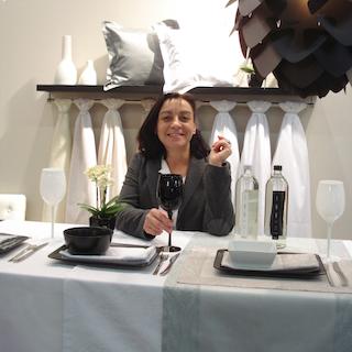 Diplom Designerin Mathis Scheid auf Messebesuch Heimtextil 2014. Exquisite Tischwäsche. Tischdecken und Servietten in weiß und türkis.