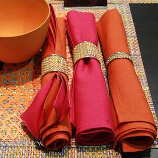 Serviettenringe von Chilewich gibt es in unterschiedlichen Farben und mit verschiedenen Mustern. Immer farblich passend für eine optisch einwandfreie Tischdekoration.