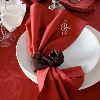 Decken Sie Ihren Tisch passend. Tischdecken, Servietten und Zubehör können Sie bei uns kaufen. Lassen Sie sich kompetent beraten.