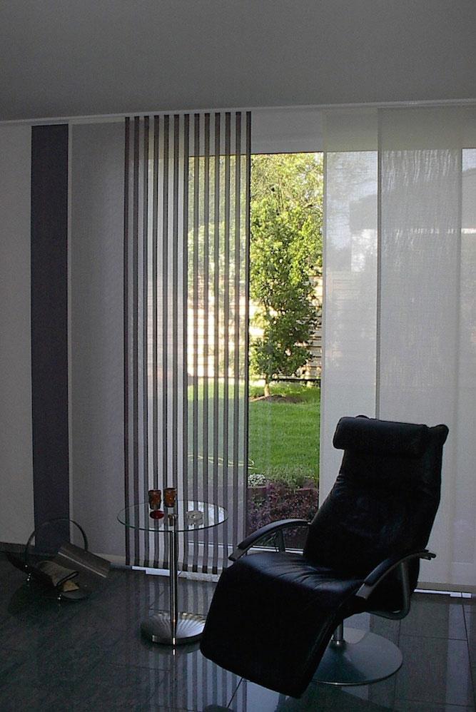 textile Schiebevorhänge in blickdicht und transparent bieten einen modernen Blickschutz und werten die Wohnung auf.