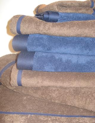 Flauschige Frottee-Handtücher von Luiz gibt es auch mit dem eigenen Namen bestickt.