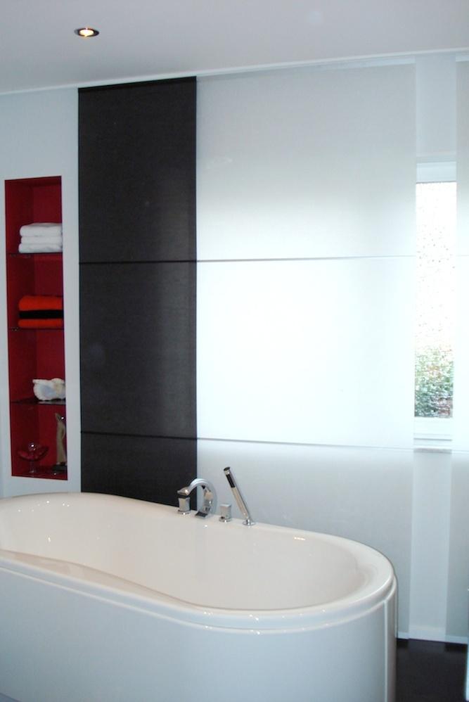 Wegen dem wasserabweisenden Japanpapiert eignen sich diese Flächenvorhänge auch für eine gute Optik im Badezimmer. Sie sind abwaschbar und somit pflegeleicht.