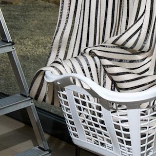 Wir bieten einen individuellen Service auch nach dem Kauf. Für die Pflege Ihrer gekauften Produkte bieten wir einen Service zum Abhängen, Abholen, Waschen und auch wieder Aufhängen an.